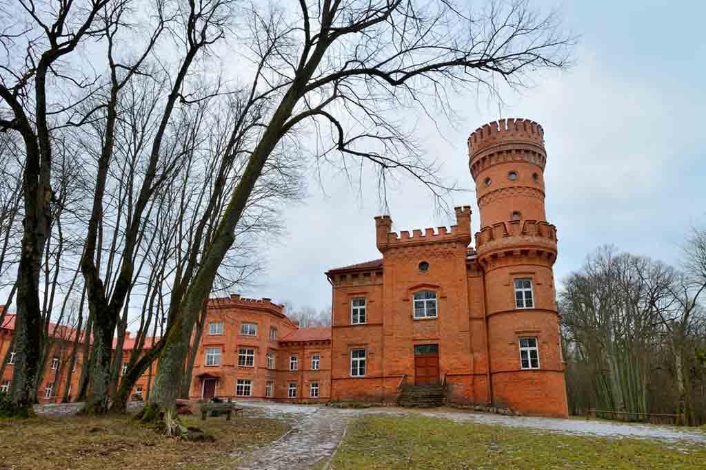 Best castles in Lithuania-Raudonė-Castle