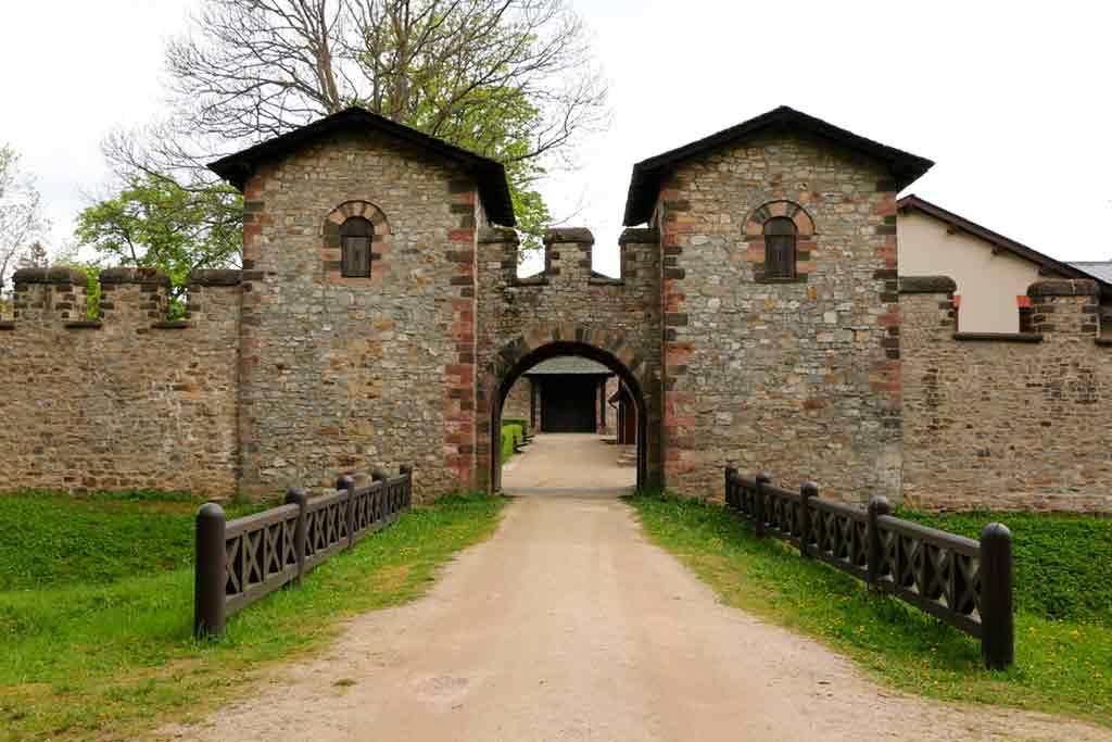 Castles near Frankfurt-Saalburg-Roman-Fort
