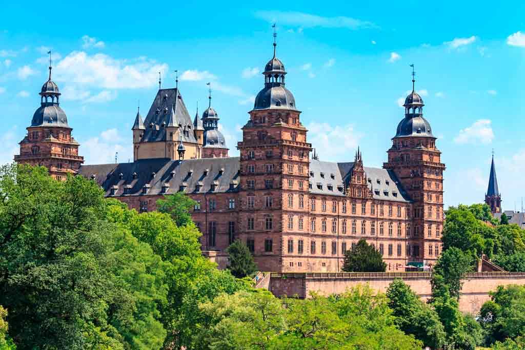 Best castles near Frankfurt-Schloss-Johannisburg
