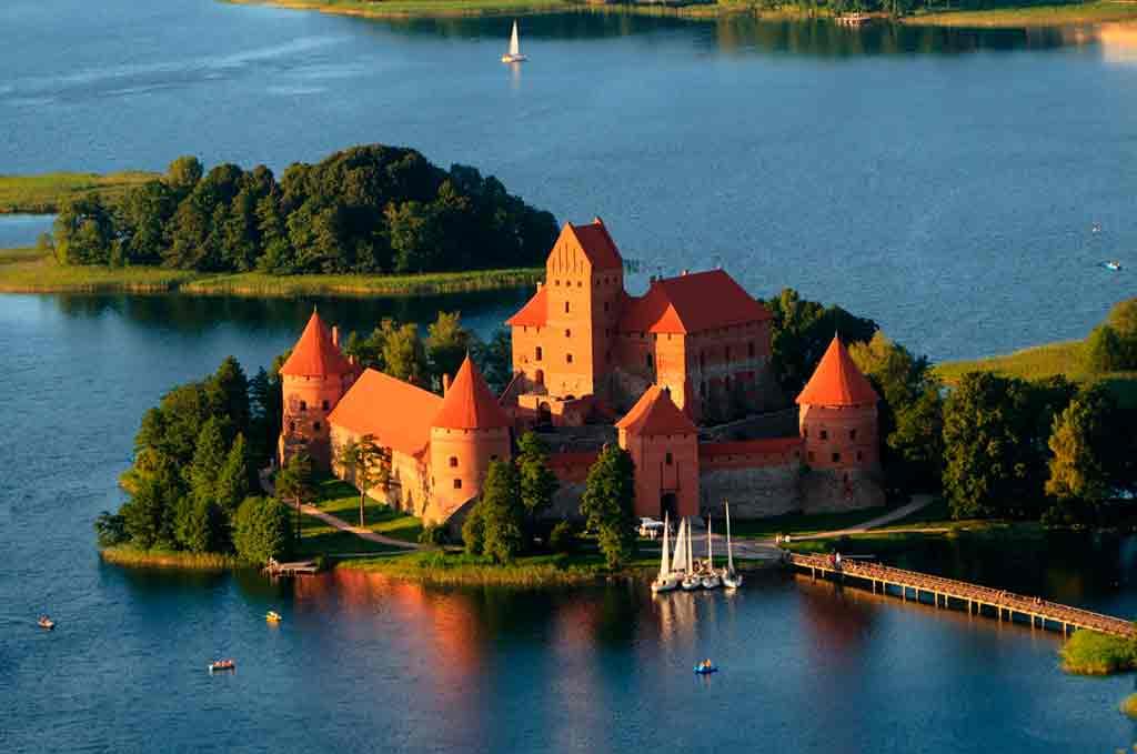 Famous Castles in Lithuania-Trakai-Island-Castle