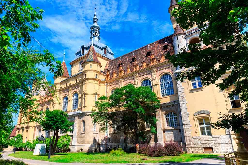 Castles in Hungary-Vajdahunyad-Castle