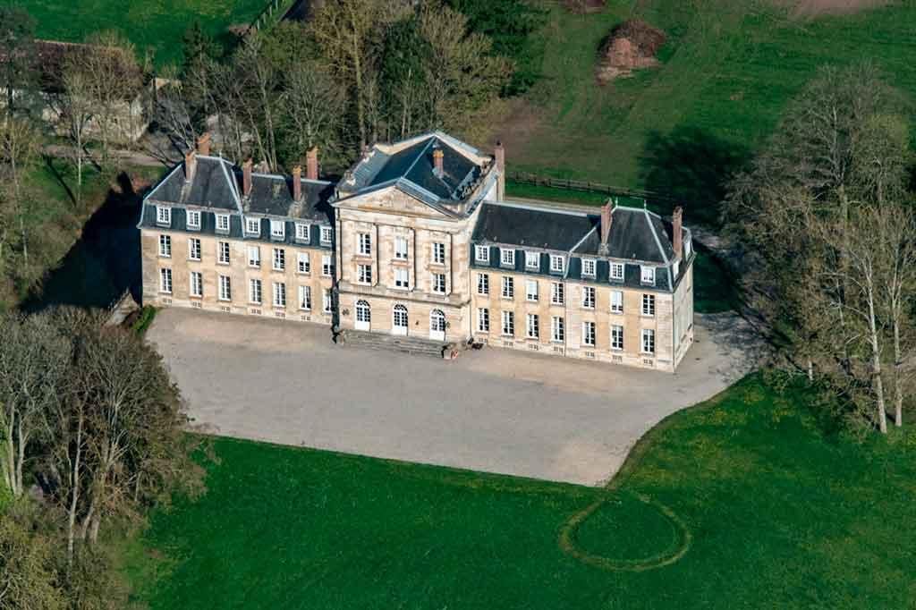 Best castles in Northern France-Castle-Courtomer