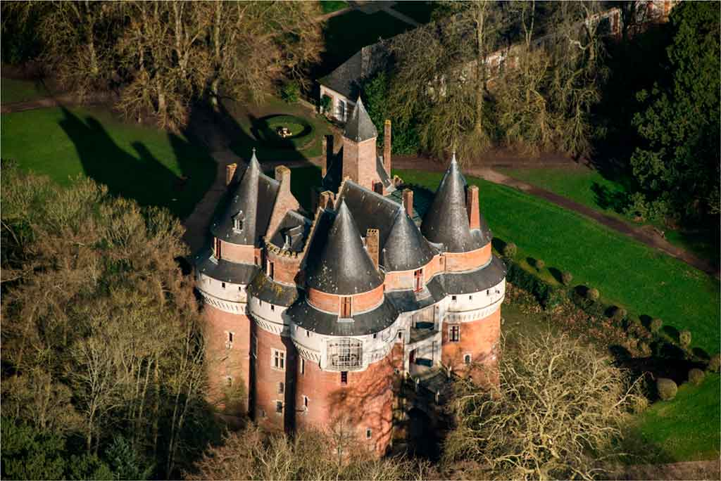 Famous Castles in Northern France-Castle-of-Rambures