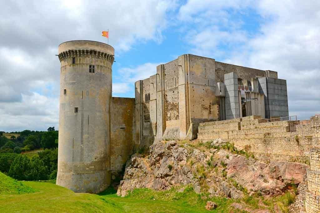 Best Northern French Castles-hâteau-Guillaume-le-Conquérant--or-Château-de-Falaise