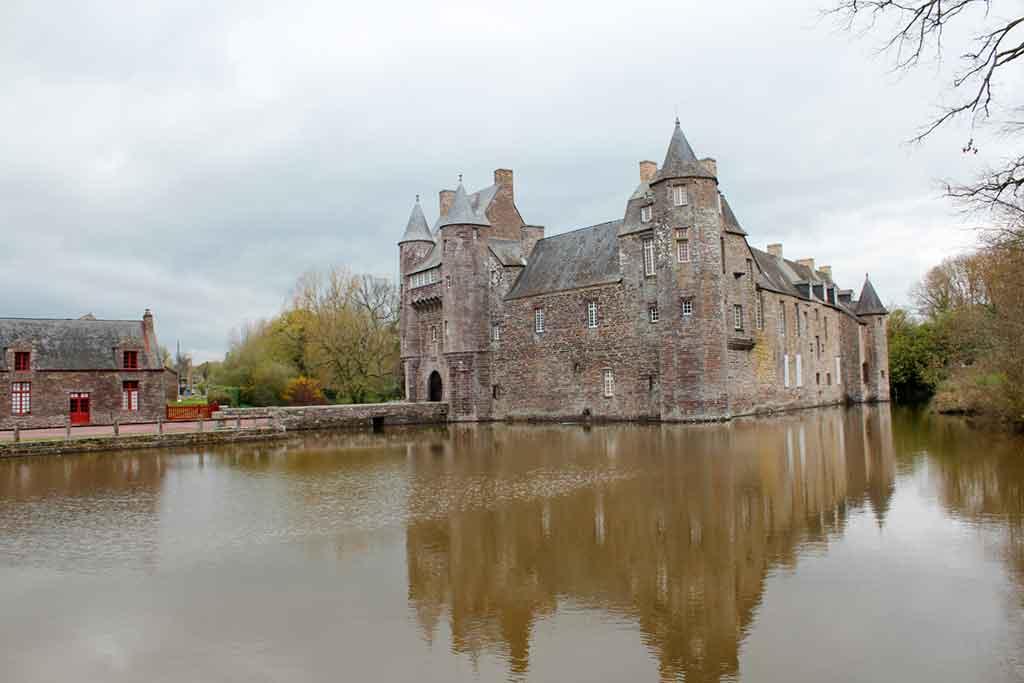 Famous Castles in Northern France-Château-de-Comper
