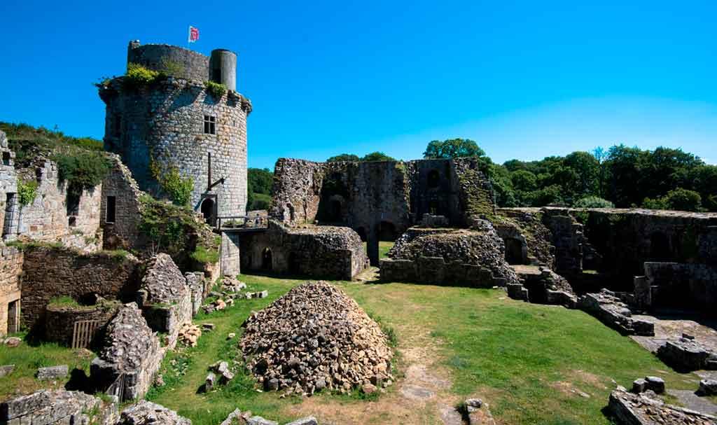 Best Northern French Castles-Château-de-Tonquédec 2