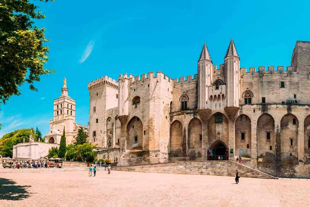 Best Southern French Castles-Palais-des-Papes