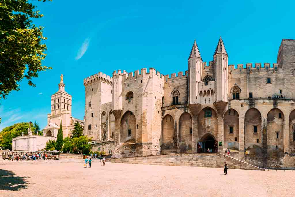 Best Southern French Castles-Palais-des-Papes
