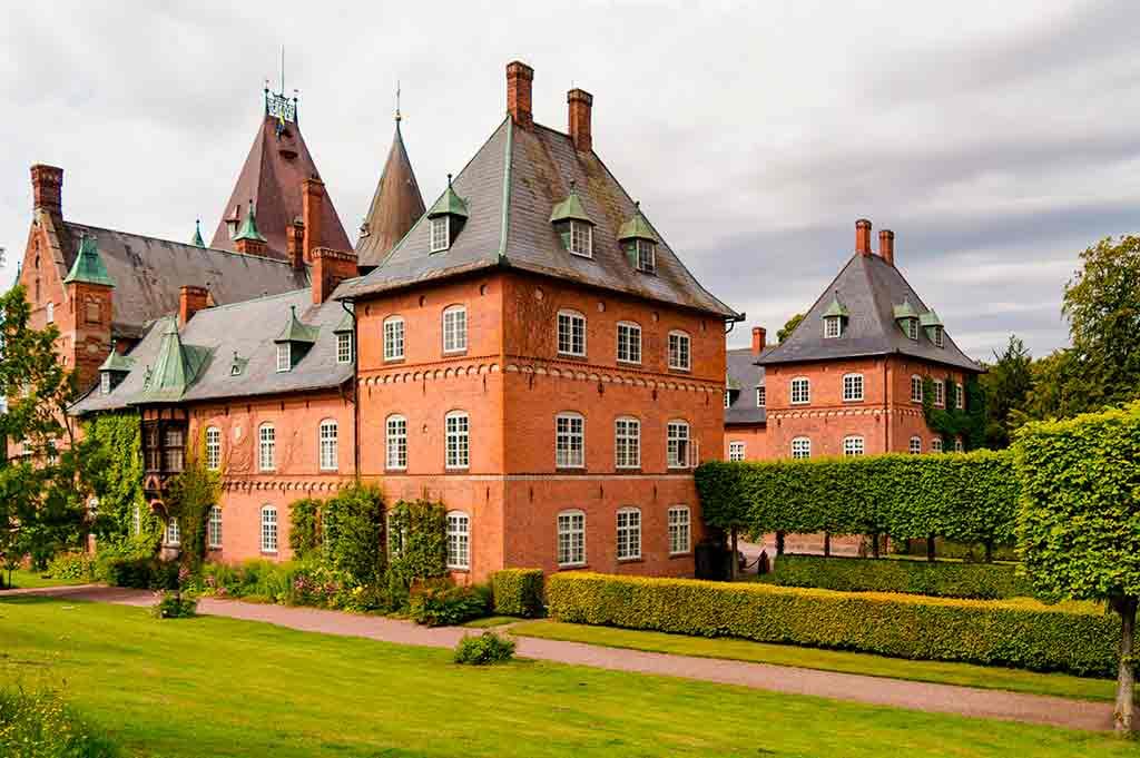 Swiss Castles-Trollenas-slott
