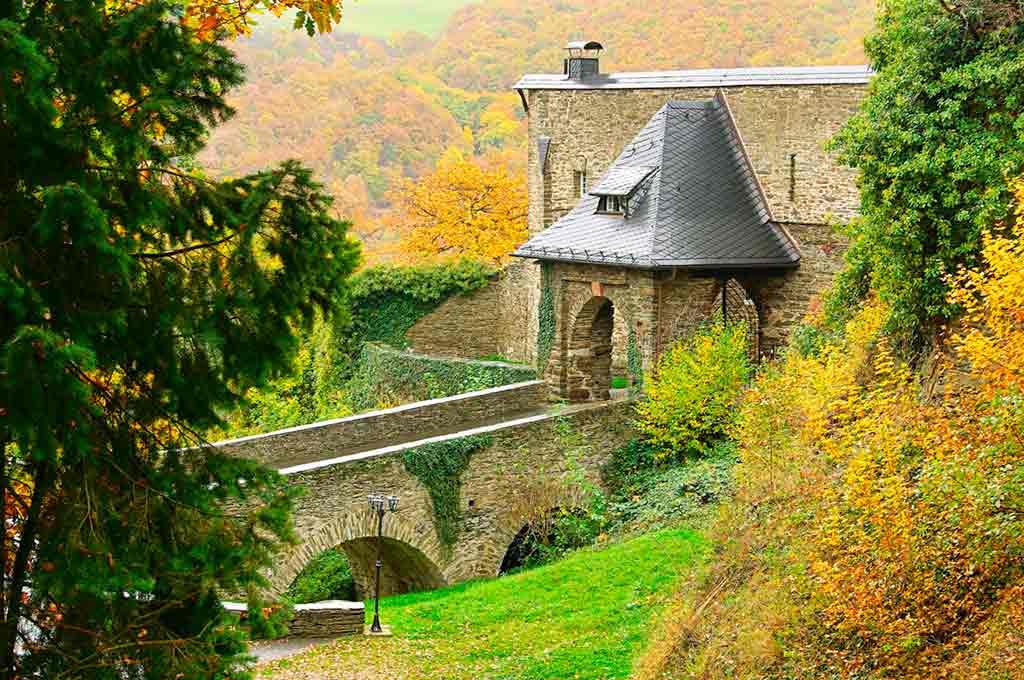 Famous Castles in Rhine-Sauerburg-Castle