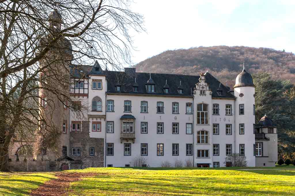 Best castles in Rhine-Burg-Namedy-Castle