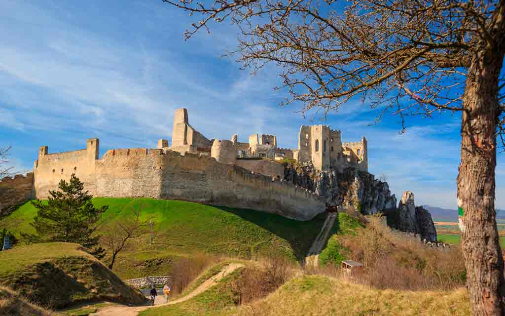 Famous Castles in Slovakia-Beckov-Castle