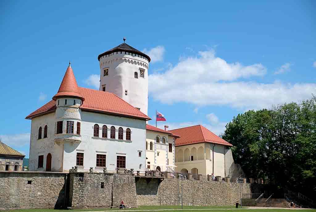 Castles in Slovakia-Budatín-Castle