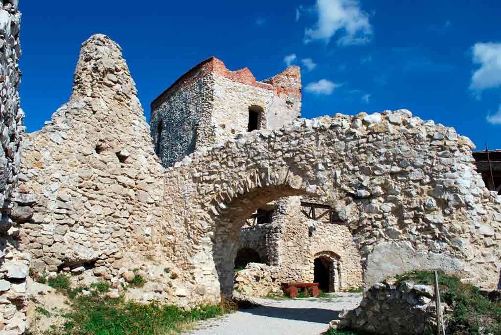 Best castles in Slovakia-Cachtice-Castle