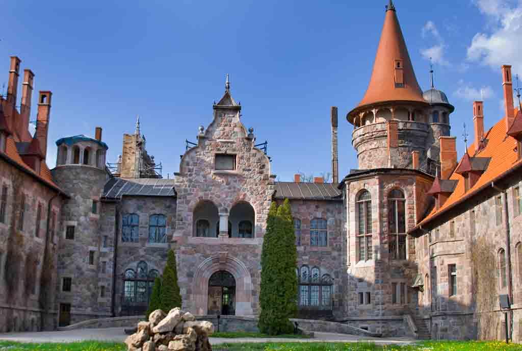 Best castles in Latvia-Cesvaines-Castle-