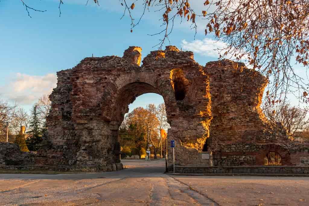 Bulgarian Castles-Hisarya-city-walls