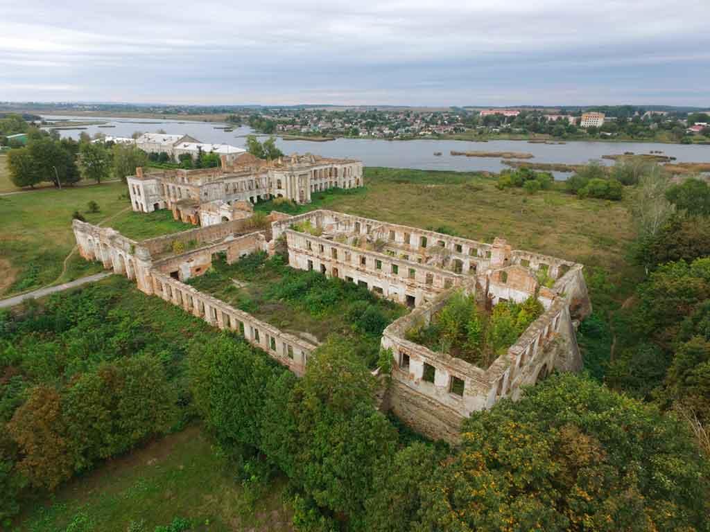 Famous Castles in Ukraine-Iziaslav-Castle