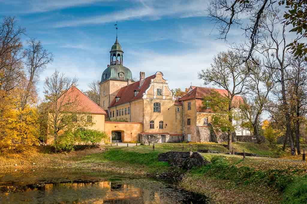 Best Latvian Castles-Lielstraupe-Castle