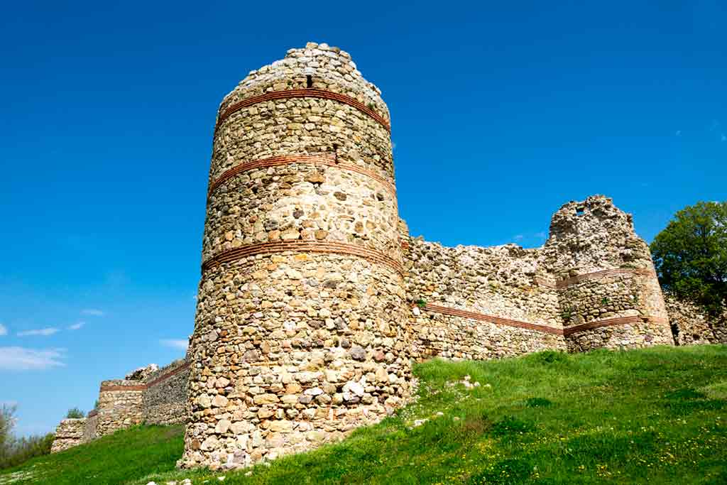 Best castles in Bulgaria-Mezek-Castle