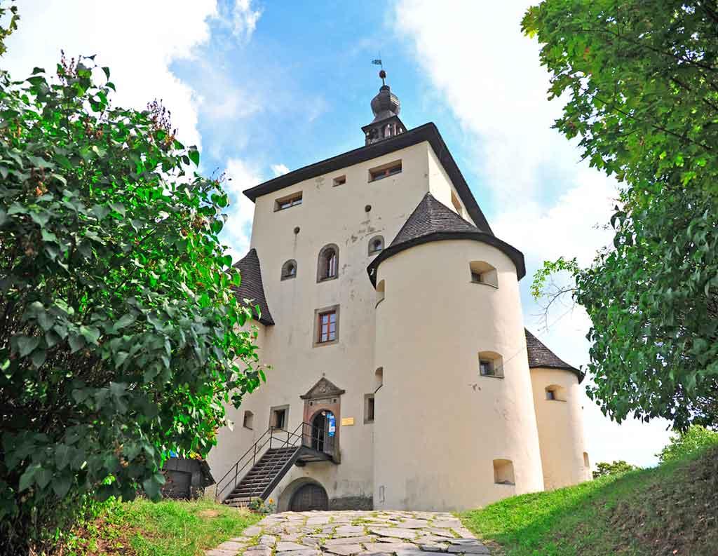 Castles in Slovakia-Nový-zámok