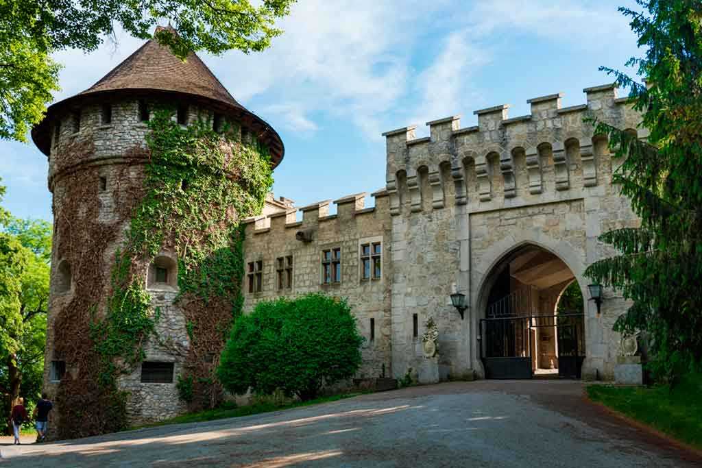 Castles in Slovakia-Smolenice-Castle