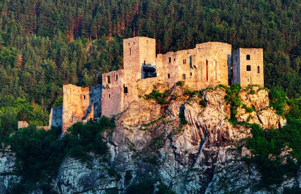 Best castles in Slovakia-Strečno-Castle