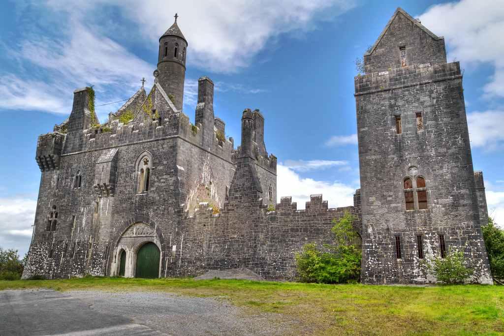 Dromore-Castle in Kerry