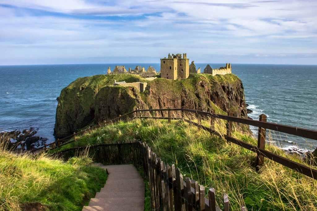 Dunnottar Castle - best castles in Aberdeenshire