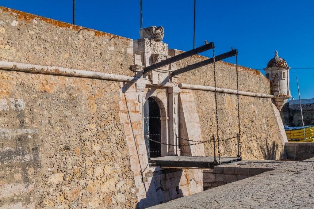Ponta-da-Bandeira-fortress